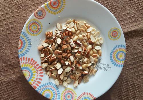 фото орехи в тарелке