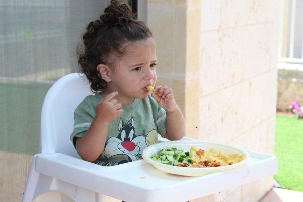 чем кормить ребенка фото