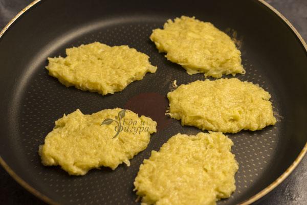драники без яиц фото драников на сковороде