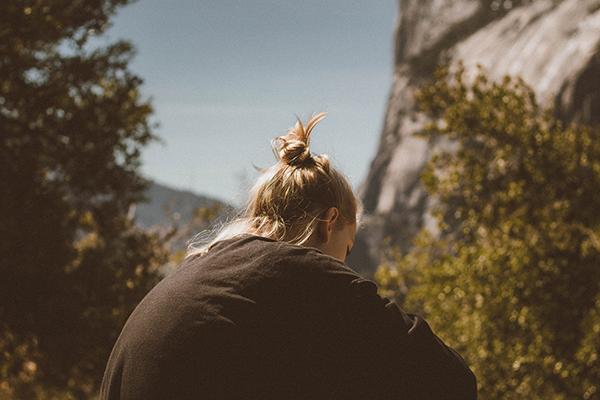 гормон кортизол фото ссутулившейся женщины