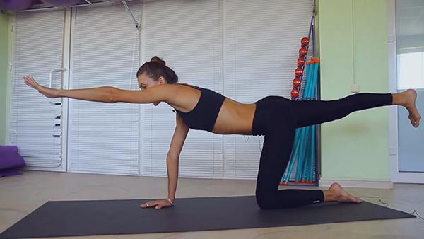 фото с упражнением которое помогает снять напряжение в пояснице