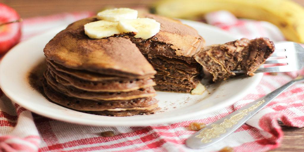 шоколадные панкейки с бананом фото готового панкейка