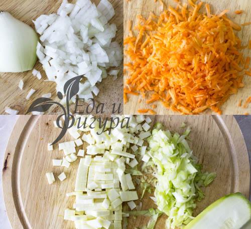 фото нарезанных кабачка, лука и моркови