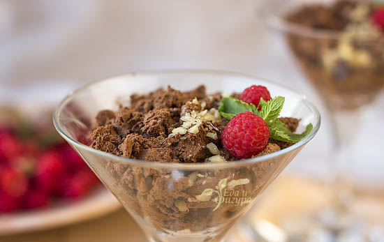Фото диетический шоколадный мусс подача