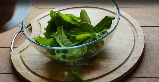 фото шпината салат с клубникой