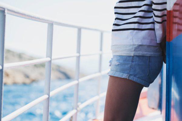 Причины лишнего веса фото девушки на палубе