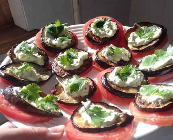 вкусное блюдо из баклажанов в духовке фото