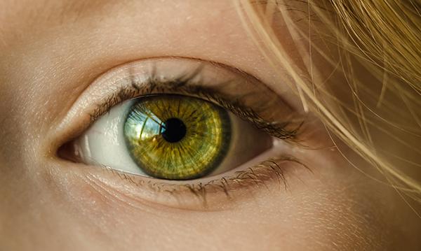 как подтянуть веки в домашних условиях фото глаз крупным планом