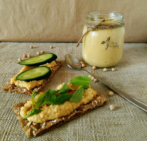хумус классический фото хумуса в баночке и на хлебцах