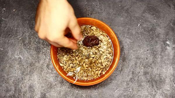 растительное молоко фото семечек и финика, замоченных в воде