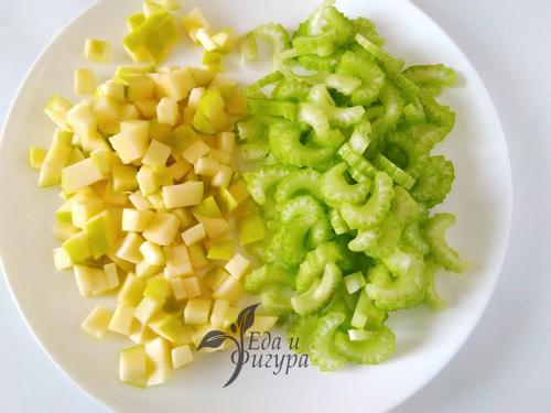 салат вальдорф фото нарезанных яблок и сельдерея